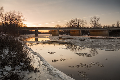 bridge gordonville ice river bank riverbank launch boatlaunch winter february sunrise dawn amanecer cold canoneos5dmarkiv midland mi michigan frozen