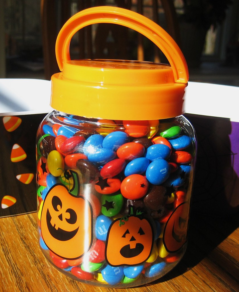 HALLOWEEN GUESSING GAME HALLOWEEN PARTY IDEAS AND SUPPLIES