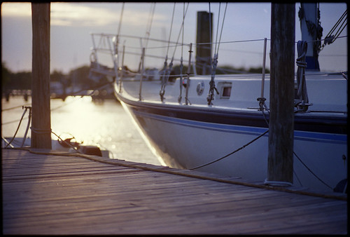 light sunset sun color film marina evening virginia boat dock nikon fuji superia 400 portsmouth f3 85mmf14
