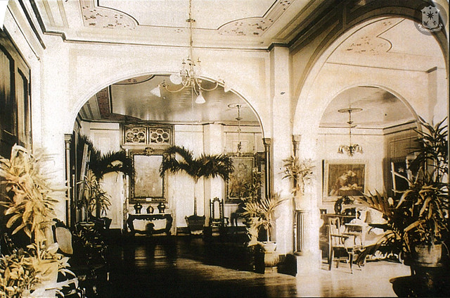 This photograph depicts the interiors of the Palace from the first decade of the twentieth century, specifically the reception hall