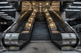 """Station RER A """"La Defense"""" - Golden Way"""