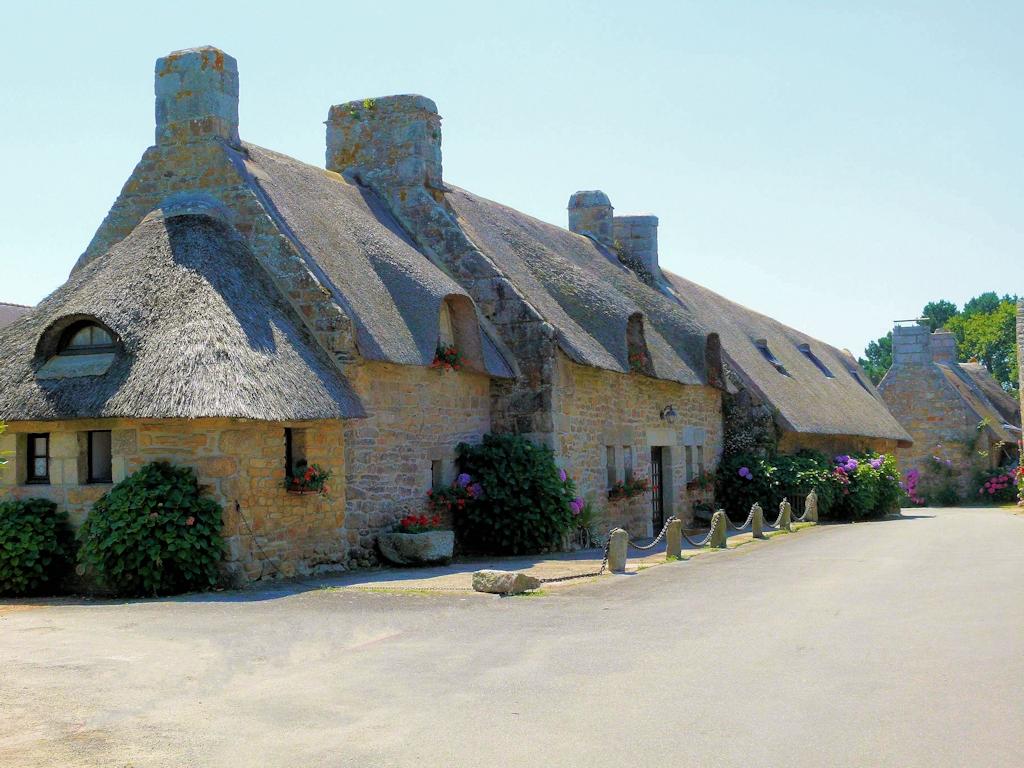 Le village de Kerascoët et Kercanic et ses toits en chaume