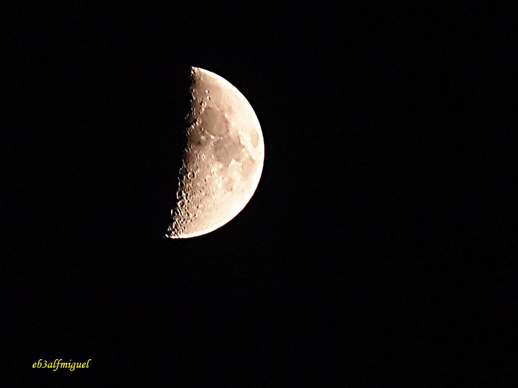 Cuarto creciente | OLYMPUS DIGITAL CAMERA Fase lunar «Cuarto… | Flickr