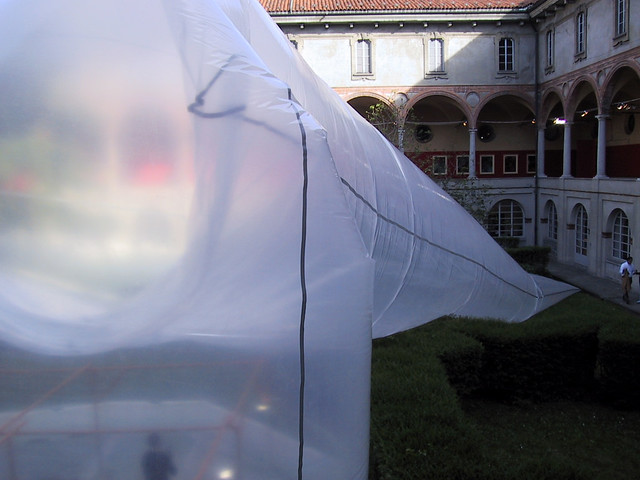 """2003 INTERVENTO AMBIENTALE, Plastica d'artista, Museo della Scienza e della Tecnologia """"Leonardo da Vinci"""", Milano, curatore T. Trini"""