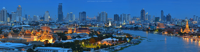 The Grand Palace and The Emerald Buddha Temple_Panorama 17,571 x 4,627 Pixel