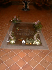 JS Bach grave with orbs (2)