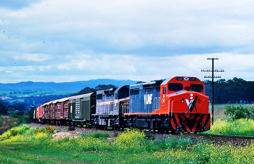C508 and C504  climbing out of Bacchus Marsh Victotia by Rodney S300