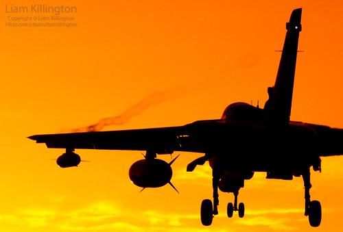 sunset sun silhouette nikon sundown aircraft aviation military 300mm nikkor tornado f4 006 d300 panavia gr4 fastjet rafmarham za372
