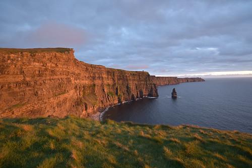 ireland nikond750 cliffsofmoher sunset gold majestic landscape cliff lighting timing 1835mm nikkor millioneuroview emotion