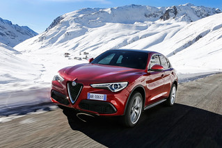 Alfa Romeo 2017 Stelvio web 07