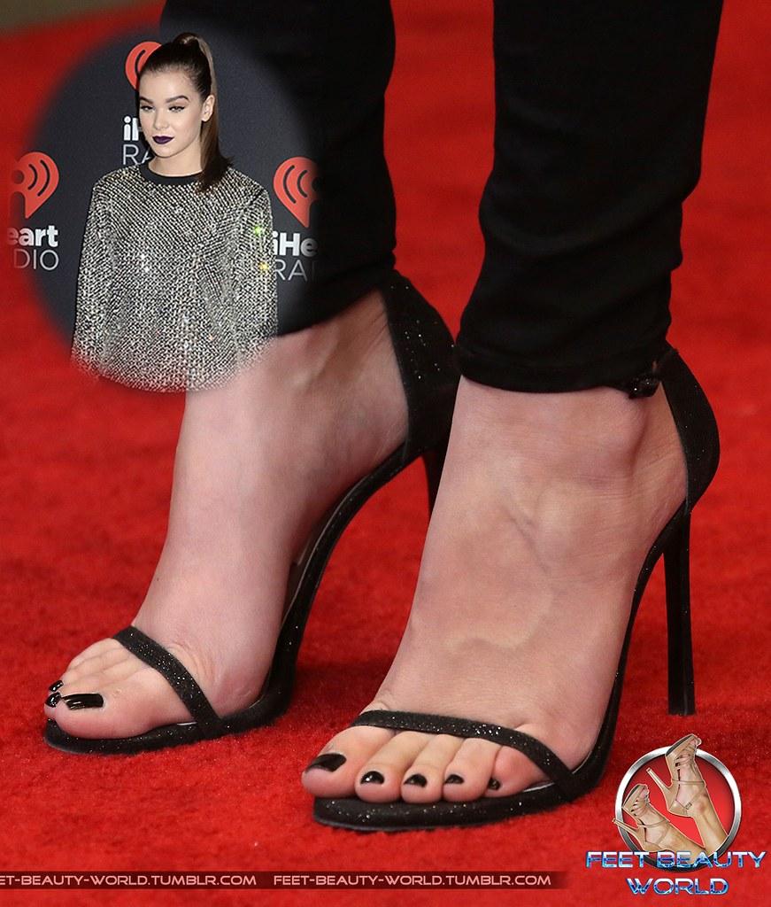 Feet hailee steinfeld Hailee's Feet