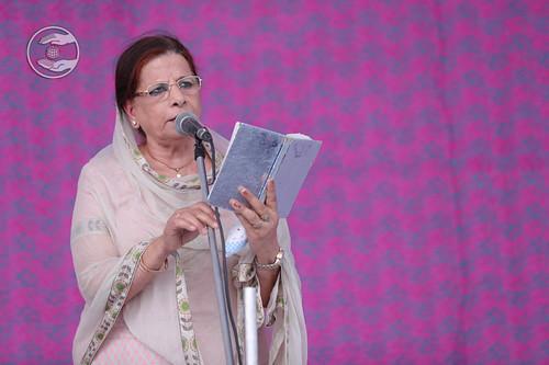 Devotional song by Rani Khanna from Sant Nirankari Colony, Delhi