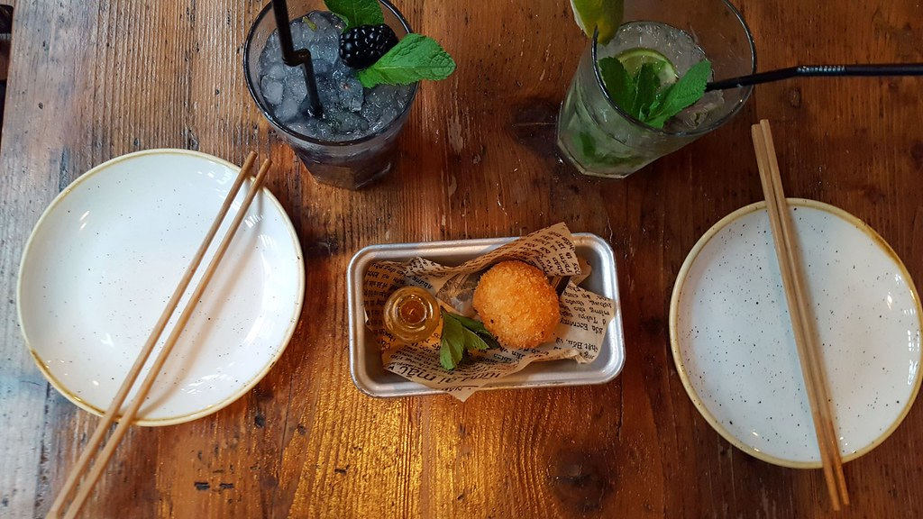 Cocktails and seafood balls (Large)