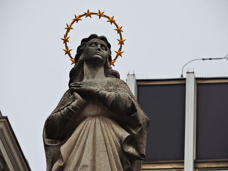 Virgin Mary column, Szervita tér, Budapest
