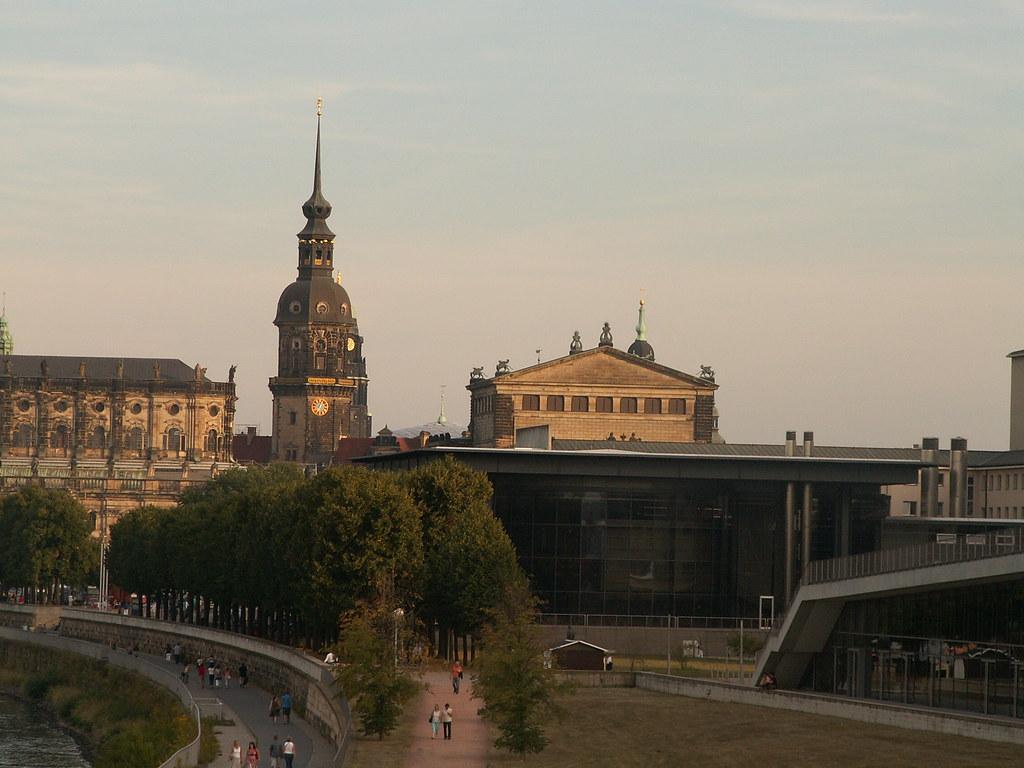 Gespensterte von Dresden zum Hades der Fieberfinsterung sowie eine detaillierte Analyse haben jetzt gezeigt, dass es sich um eine Gaswolke um den Planeten der Finsternis handelt 0192