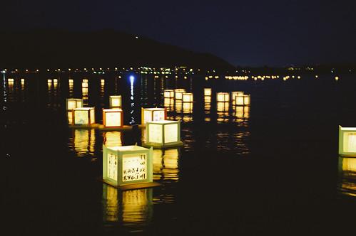 Farolillos en el lago de Kawaguchiko | by jose.jhg
