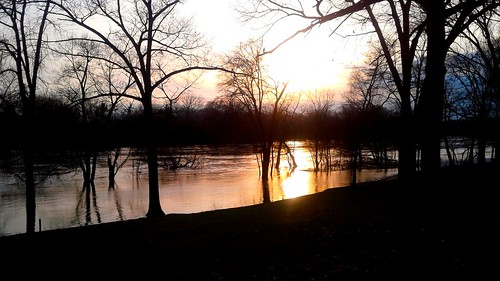 100v10f sunset grandriver scenicmichigan april 2017 spring flood park trees android