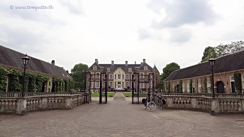 travel sun holiday holland castle nature netherlands dutch bike bicycle cycling vakantie europe estate view you sony nederland cybershot tourists cycle views fietsen achterhoek kasteel lochem webshots landgoed fietsvakantie ampsen hx9v