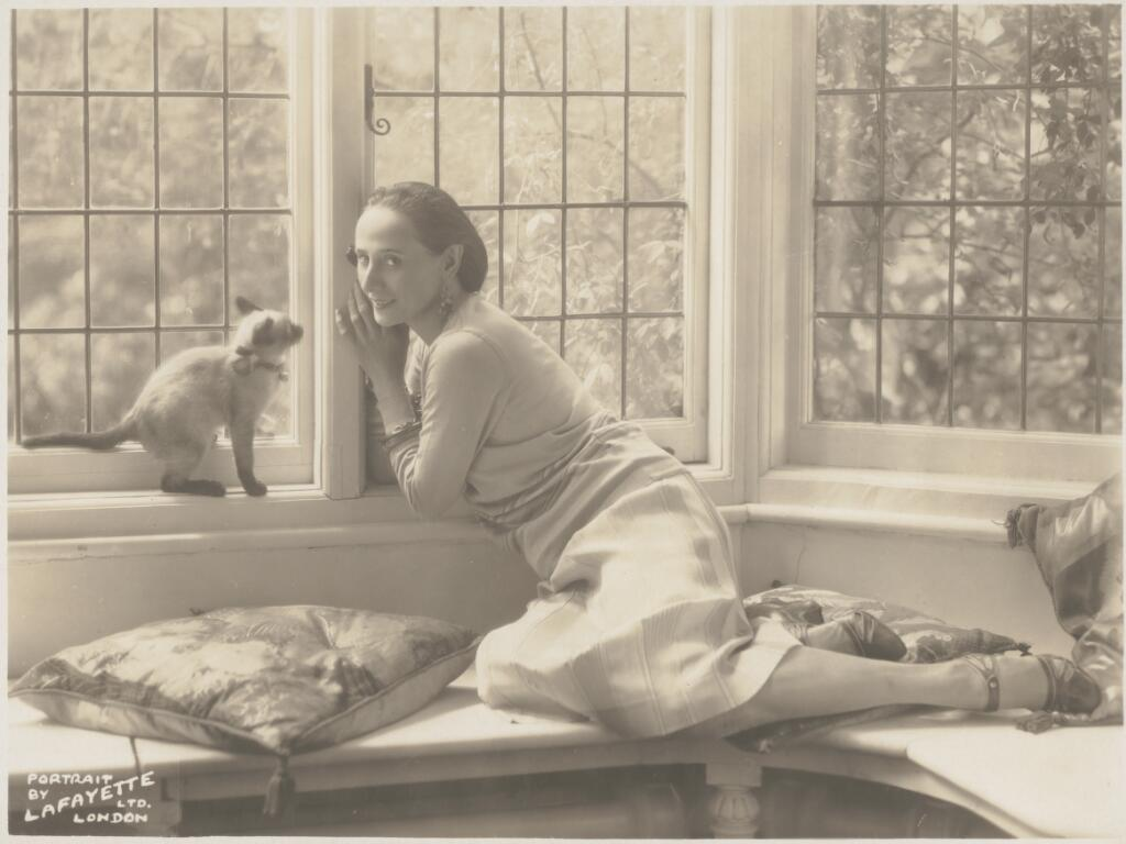 Portrait of Anna Pavlova with her Siamese cat in her London home, Ivy House / portrait by Lafayette Ltd. London