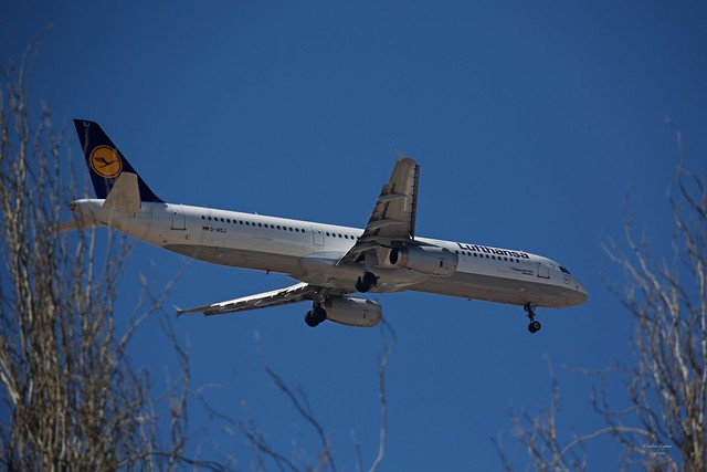 Lufthansa landing at Lisbon Airport