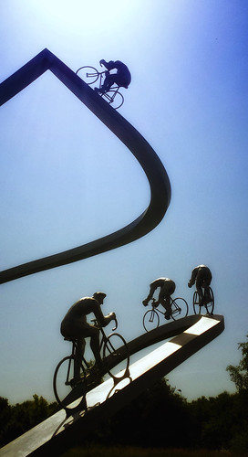 sculpture france bike bicycle de tour bikes samsung racing bicycles nik aire pyrenees a64 metais durrum