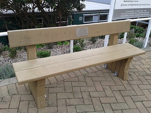 Bench at Wakefield Hospital - 2014-04-24 | by 4nitsirk
