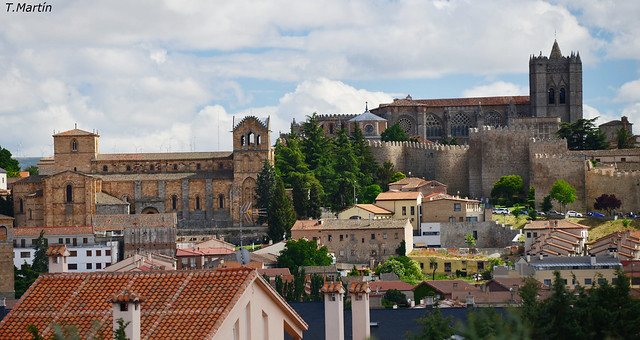 basilica de San Vicente y la catedral ,en Avila España.