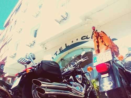 Hotel Alnacir's front entrance during the Motorbike Gathering in Faro. Has a garage in the back.   by MedOkss