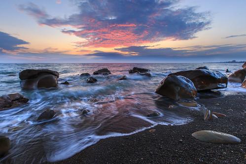 枋山鄉 台灣 taiwan 6d ef1635mm 456k 海浪 火燒雲 日落 夕陽 夕彩 雲彩 sunset 屏東縣 岩石