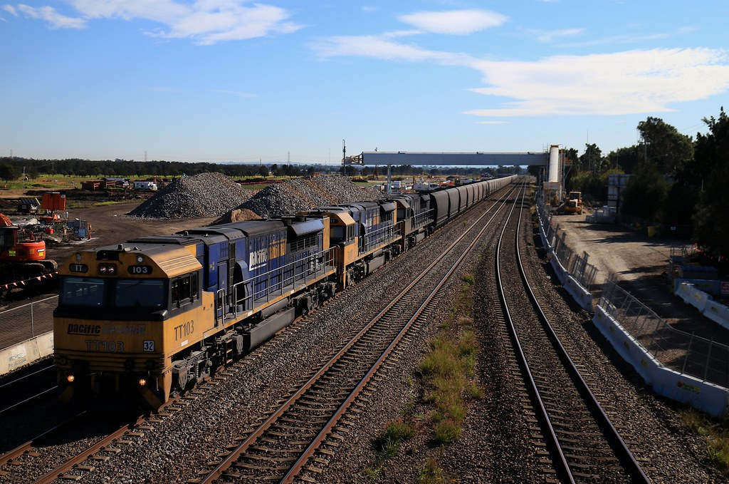 Pacific National - Up Loaded Coal Service by Shawn Stutsel