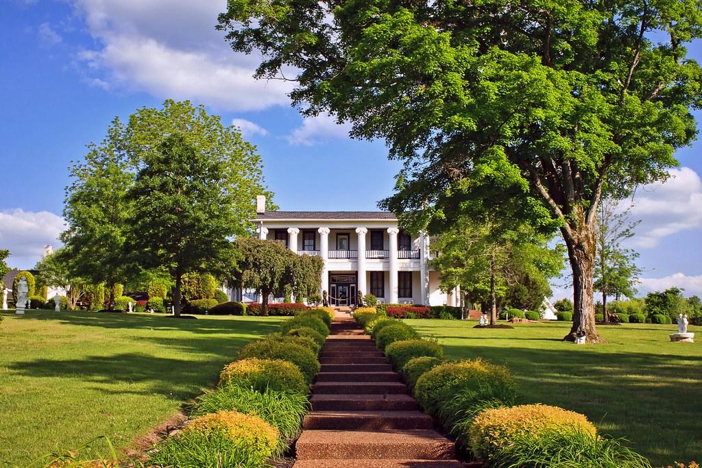 Loretta And Mooney Lynn Mansion