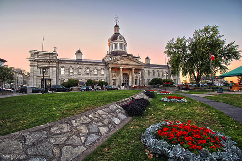 andreamoscato canada america view vista vivid sunset tramonto evening sera parco park building architecture architettura city città cielo green blue red flowers grass stones trees light shadow people car