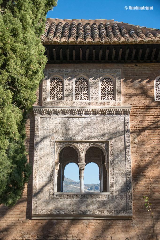 Koristeellinen ikkuna-aukko Alhambrassa