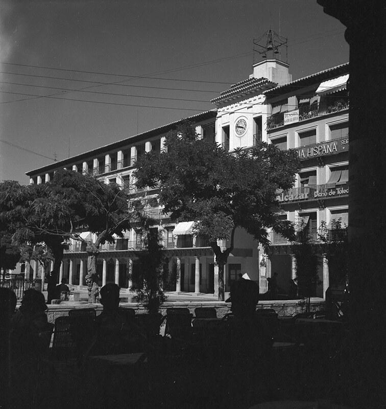 Plaza de Zocodover de Toledo en los años 50. Fotografía de Nicolás Muller  © Archivo Regional de la Comunidad de Madrid, fondo fotográfico
