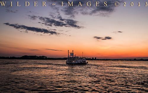sunset sky cloud sun sunrise river mississippi memphis tennessee riverboat