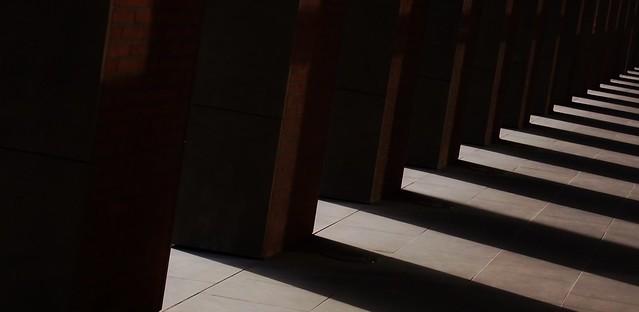 Umbrae columnis