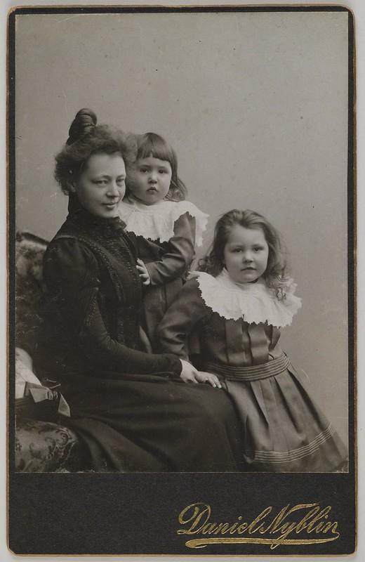 Studio portrait of Mary, Jorma and Kirsti Gallén, Helsinki, 1903.