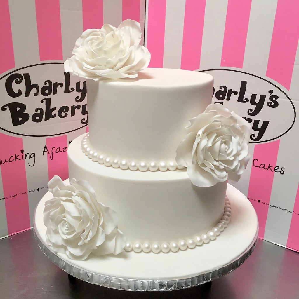 2 Tier Wedding Cake Covered In White Fondant Icing Decora Flickr