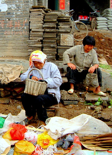 Old Woman Selling Wares, Henan, China | by Yoshimai