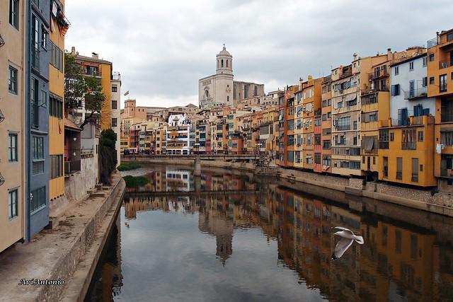 De passeig per Girona . De paseo por Girona.