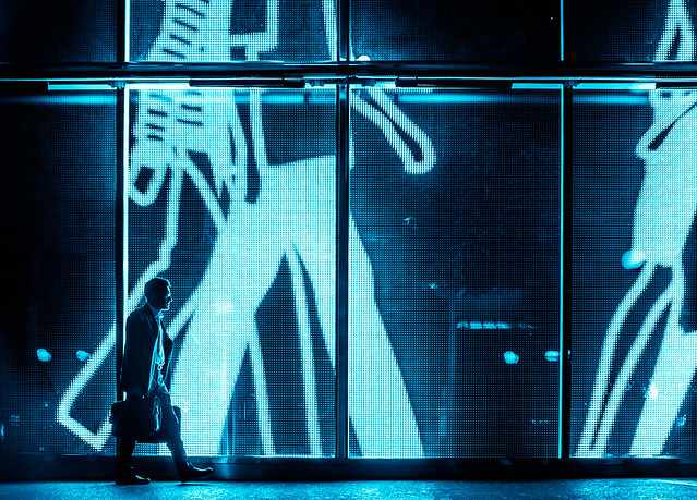 Display walk / Blue light night / Fujifilm X100S