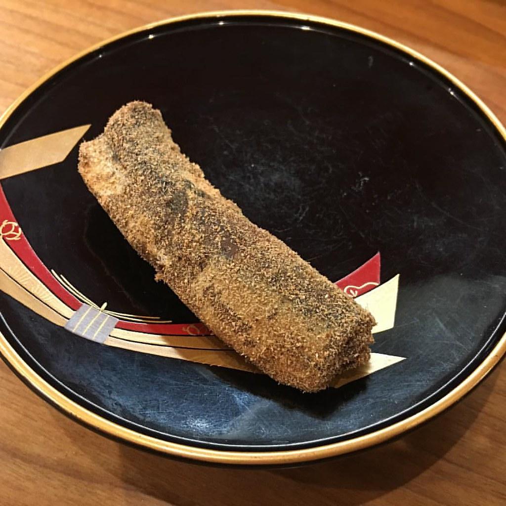 #kakookamato #sardine boiled in vinegar for five hours and rolled in bonito powder #oishi #higashiyama #Kyoto #kyotorestaurant #seafood #mytokyokyototrip2017 #aninstantonthelips #food #yumm #delicious #setmenu