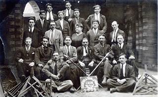 Renards Joyeux Libres et Indépendants sur le Tour de France, charpentiers, en 1923, à Lyon-Vaise