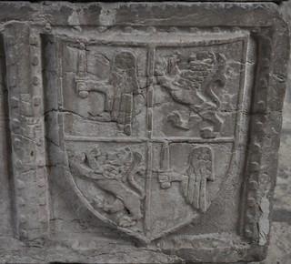 Lisboa (Portugal). Catedral. Capilla de Santa Teresa. Sarcófago de infanta portuguesa, siglo XVI. Armas de Manuel