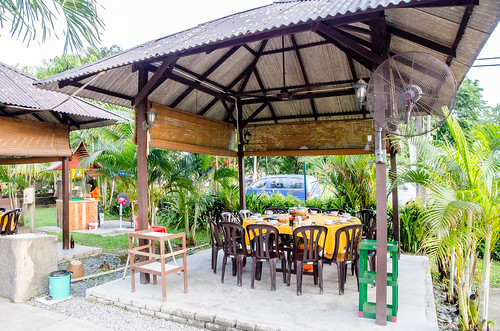 Damansara Village Steamboat Restaurant at Kampung Sungai Kayu Ara, Petaling Jaya | by huislaw