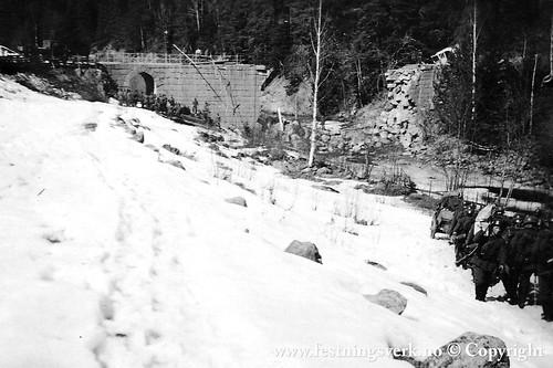 Stokke bru, 12 km nord for Gjøvik. Aprilmai 1940  (2301)