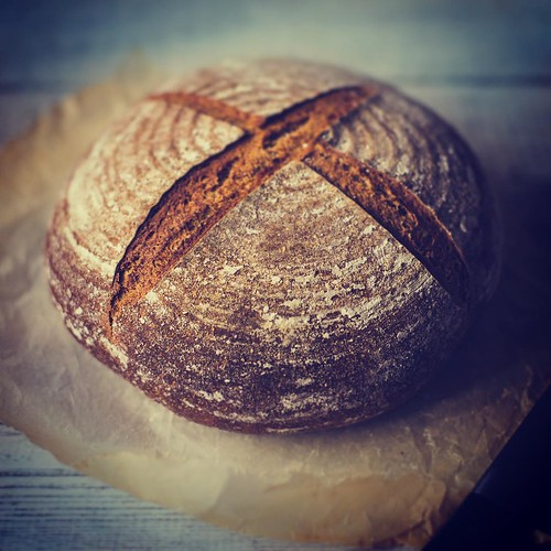 I love sourdough bread and after many failed or below par efforts I think I may be starting to get the hang of it! #illebrod #bakerybits #sourdough #bread #foodporn #breadporn #spelt #rye #foodphotography #foodphoto | by Play of light