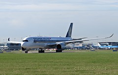 SQ323 Singapore Airbus 350-900 (9V-SMI) departing to Changi Singapore