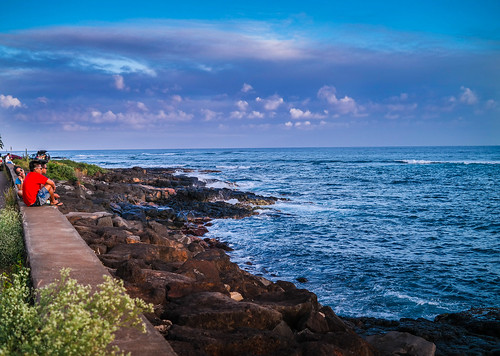 ocean blue sunset sky people beautiful wall clouds hawaii evening twilight rocks sitting shoreline sunsets pacificocean kauai poipu walls puffyclouds subtle rockbeach stratusclouds wispyclouds cumulusclouds sittingpeople nx30 imagelogger ditchthedslr subtlesunsets