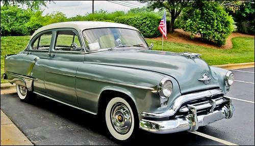 car oldsmobile usflag fenderskirts whitesidewalltires 88oldsmobile